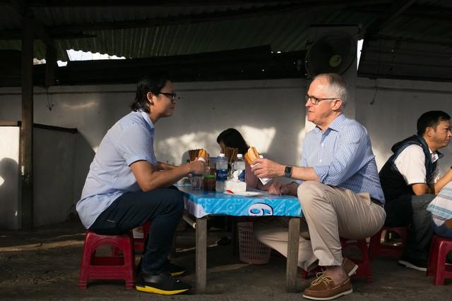 """Thủ tướng Turnbull nói """"Việt Nam là thị trường xuất khẩu các mặt hàng bột mì và thịt bò lớn thứ hai của Úc - với bột mì là thành phần chính chế biến mì sợi và phần lớn bánh mì mà người Việt Nam thưởng thức hàng ngày""""."""