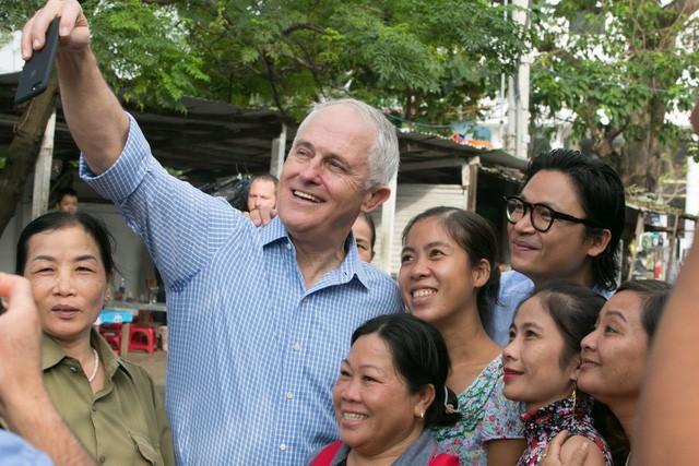 Đến với đất nước Việt Nam thân thiện, mến khách, thanh bình, các nhà lãnh đạo APEC đã có những khoảnh khắc bình dị, hòa mình vào đời sống bình thường của người dân Việt Nam. Ảnh Dân trí.
