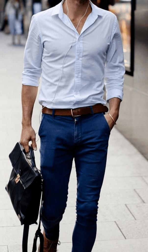 Ăn đứt điểm cho bộ đồ là chiếc thắt lưng da màu nây sang chảnh