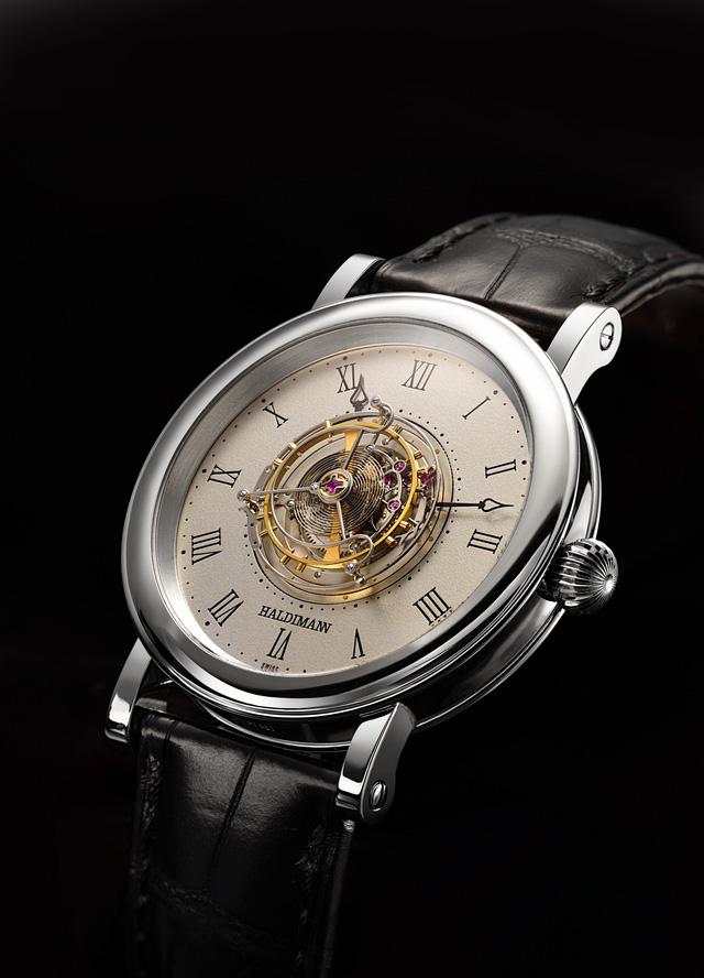 Haldimann H1 là chiếc đồng hồ đầu tiên với thiết kế Flying Tourbillon nằm chính giữa mặt số. Nhà sản xuất công bố nó có mức giá 180.000 USD, khoảng 4 tỷ VND.