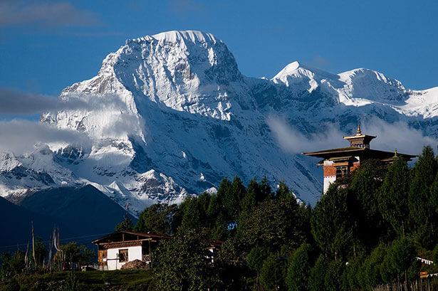 Cố đô Punakha của vương quốc Bhutan, nơi đã diễn ra hôn lễ của vị vua đương thời Jigme Khesar Namgyel Wangchuck và vị hôn thê Jetsun Pema.