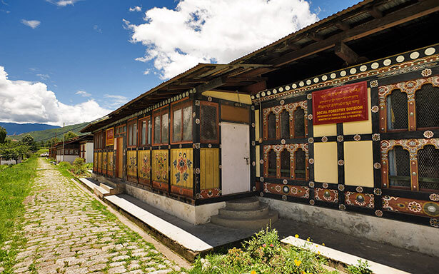 Tu viện Tashichho Dzong, được xây dựng năm 1216 ở thủ đô của Bhutan.