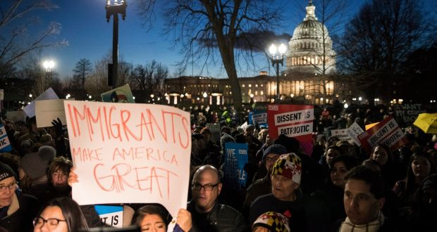 Biểu tình phản đối luật cấm nhập cư cửa Tổng thống Trump.