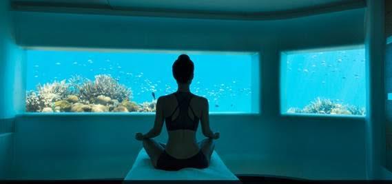 Ngồi thiền trước biển giúp cho cơ thể thư giãn.
