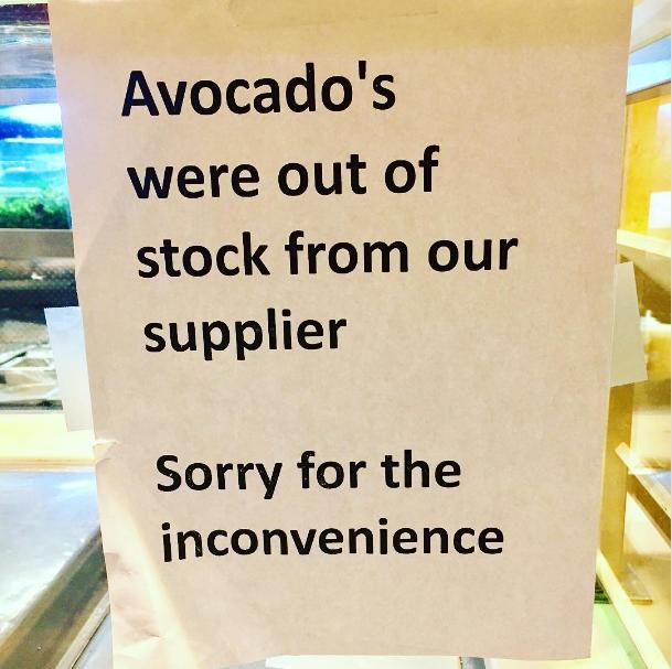 Nhiều cửa hàng đã phải trưng biển xin lỗi khách hàng vì không có bơ để bán.