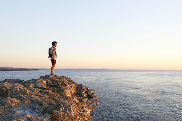 Khoa học chứng minh: Gạt bỏ 7 điều này bạn sẽ có cuộc sống mới với hạnh phúc thật sự - Ảnh 1.
