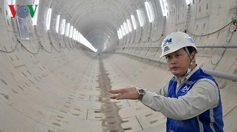 Robot 300 tấn bắt đầu khoan đường hầm thứ 2 tuyến metro số 1 - Ảnh 1.