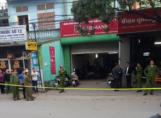 Bịt mặt cướp Chi nhánh ngân hàng Agribank ở Bắc Giang - Ảnh 1.