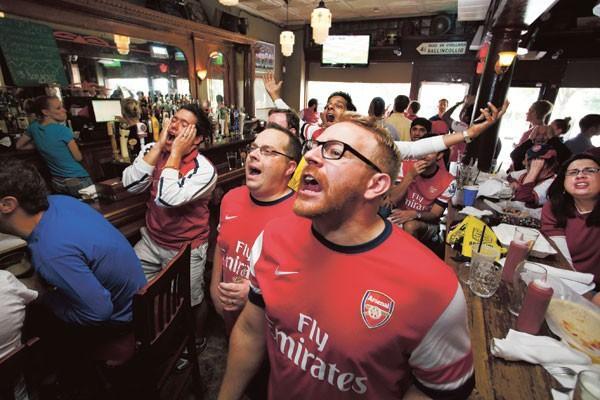 Văn hoá cổ vũ trên thế giới: Người Anh cuồng nhiệt trong chuẩn mực, người Đức đã xem bóng đá là phải uống bia - Ảnh 1.