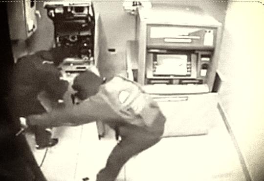 """Trụ ATM của ngân hàng ở Ninh Thuận bị trộm """"viếng"""" - Ảnh 1."""