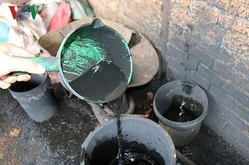 Vụ phế phẩm cà phê trộn pin ở Đắk Nông: Truy tố 5 bị can - Ảnh 1.