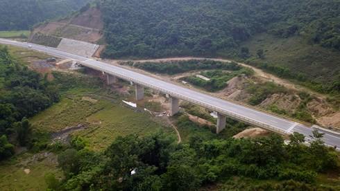 Chính thức thông xe cao tốc Hòa Lạc – Hòa Bình và cầu Văn Lang - Ảnh 1.
