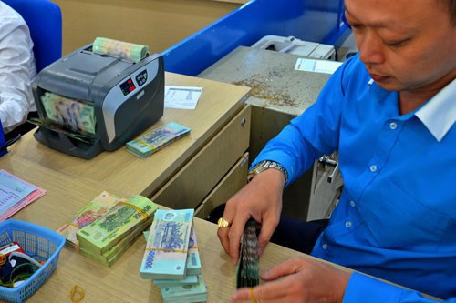 Cuộc đua tăng lãi suất tiền gửi bắt đầu nóng - Ảnh 1.