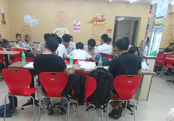 7-Eleven phát triển rực rỡ ở Thái Lan, GS25 là đại gia tại Hàn Quốc nhưng cả 2 đều vào Việt Nam quá muộn và không thể mở rộng được như kỳ vọng vì lý do chết người này? - Ảnh 6.