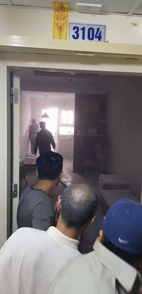 Lửa bốc cháy dữ dội tại tầng 31 chung cư HH Linh Đàm, hàng trăm người tháo chạy - Ảnh 5.