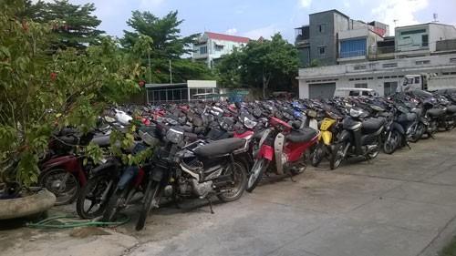 Quá tải xe máy vô chủ ở TP HCM, Đồng Nai - Ảnh 1.