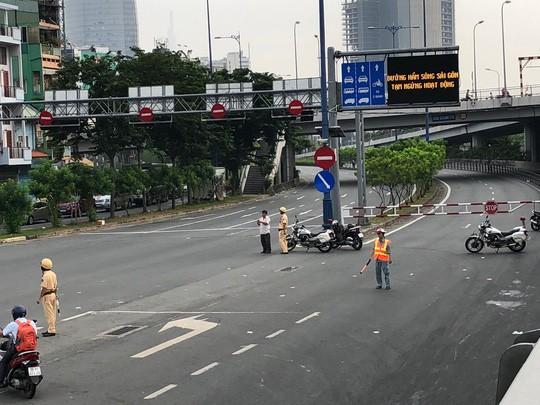 Kẹt xe nghiêm trọng trên đường Nguyễn Hữu Cảnh - Ảnh 1.