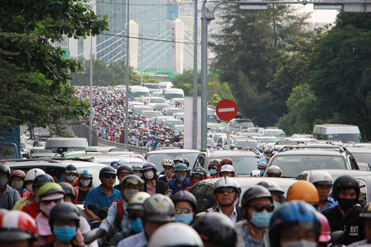 Kẹt xe nghiêm trọng trên đường Nguyễn Hữu Cảnh - Ảnh 7.