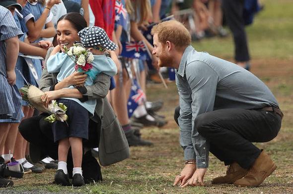 Sinh ra là em bé ngậm thìa vàng nhưng con của Meghan sẽ có cuộc sống khác biệt so với Hoàng tử George - Ảnh 3.