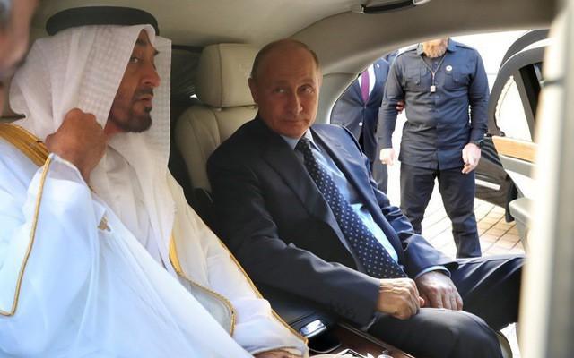 Tổng thống Putin đích thân cầm lái Rolls-Royce của nước Nga chở khách quý thăm thú đường đua F1 - Ảnh 5.