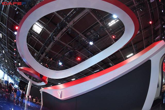 Lộ diện gian hàng và sân khấu khủng của VinFast trước thềm triển lãm Paris Motor Show 2018 - Ảnh 3.