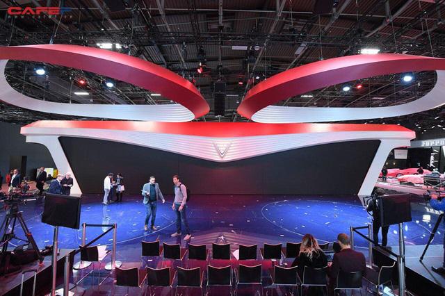 Hai mẫu xe của VinFast sắp ra mắt ấn tượng tại Paris Motor Show 2018 - Ảnh 1.