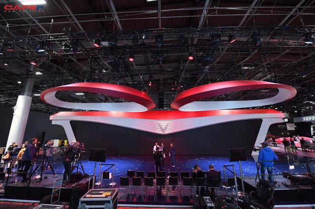 Lộ diện gian hàng và sân khấu khủng của VinFast trước thềm triển lãm Paris Motor Show 2018 - Ảnh 2.