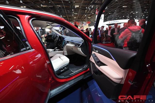 HOT: Cận cảnh chi tiết ngoại - nội thất của 2 mẫu xe VinFast LUX A2.0 vừa ra mắt hoành tráng tại Paris Motor Show 2018 - Ảnh 5.