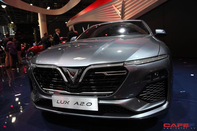 HOT: Cận cảnh chi tiết ngoại - nội thất của 2 mẫu xe VinFast LUX A2.0 vừa ra mắt hoành tráng tại Paris Motor Show 2018 - Ảnh 9.