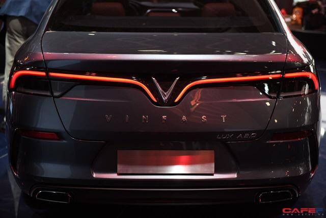 HOT: Cận cảnh chi tiết ngoại - nội thất của 2 mẫu xe VinFast LUX A2.0 vừa ra mắt hoành tráng tại Paris Motor Show 2018 - Ảnh 11.