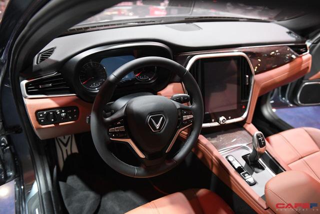 HOT: Cận cảnh chi tiết ngoại - nội thất của 2 mẫu xe VinFast LUX A2.0 vừa ra mắt hoành tráng tại Paris Motor Show 2018 - Ảnh 12.