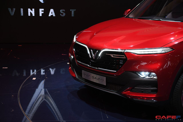 HOT: Cận cảnh chi tiết ngoại - nội thất của 2 mẫu xe VinFast LUX A2.0 vừa ra mắt hoành tráng tại Paris Motor Show 2018 - Ảnh 2.