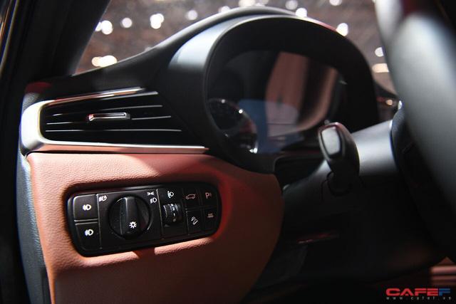 HOT: Cận cảnh chi tiết ngoại - nội thất của 2 mẫu xe VinFast LUX A2.0 vừa ra mắt hoành tráng tại Paris Motor Show 2018 - Ảnh 14.
