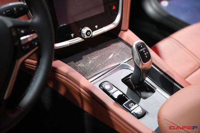 HOT: Cận cảnh chi tiết ngoại - nội thất của 2 mẫu xe VinFast LUX A2.0 vừa ra mắt hoành tráng tại Paris Motor Show 2018 - Ảnh 15.