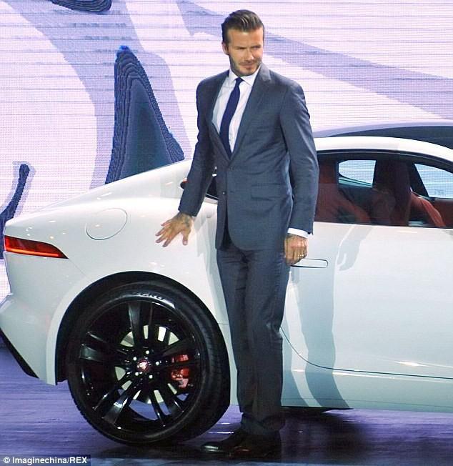 Trước VinFast, David Beckham từng có màn xuất hiện đẹp như tượng tạc trên sân khấu ra mắt này - Ảnh 1.
