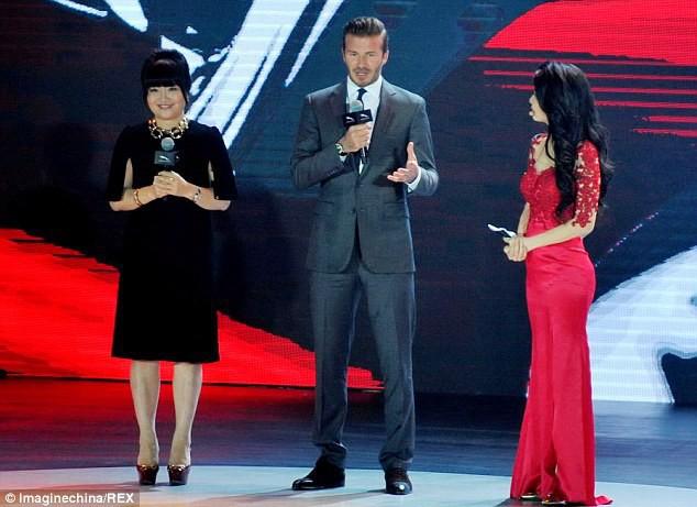 Trước VinFast, David Beckham từng có màn xuất hiện đẹp như tượng tạc trên sân khấu ra mắt này - Ảnh 4.
