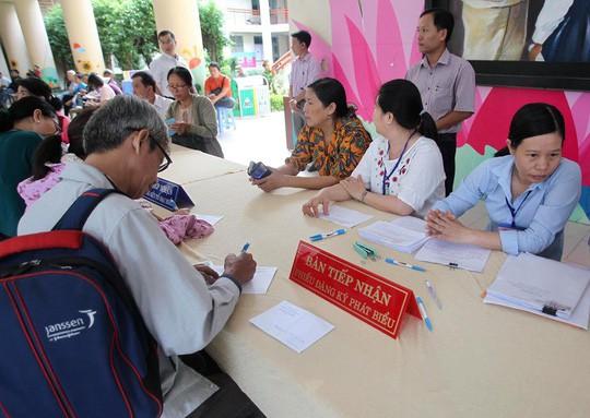Bí thư Nguyễn Thiện Nhân đang tiếp xúc cử tri quận 2 - Ảnh 2.