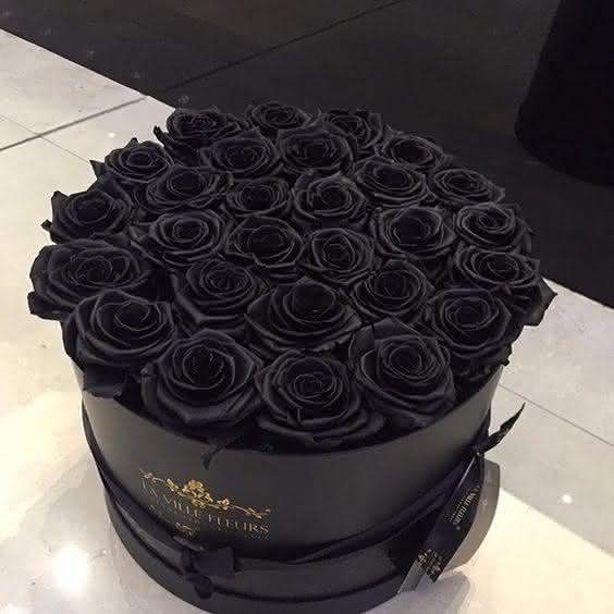 Hoa hồng đen nửa triệu đồng/bông vẫn hút khách dịp 20/10 - Ảnh 4.