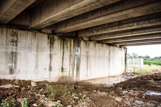 Hai cầu trên đường cao tốc Đà Nẵng – Quảng Ngãi bị thấm nước mưa - Ảnh 1.