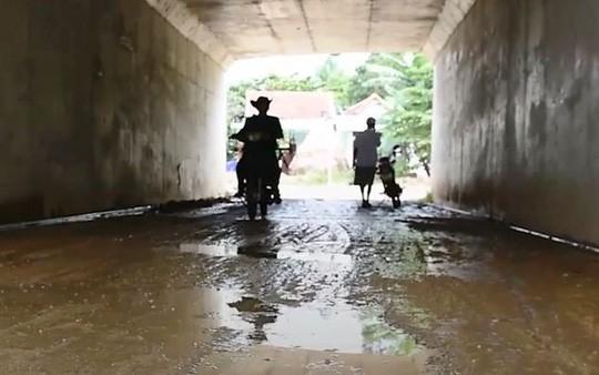 Hai cầu trên đường cao tốc Đà Nẵng – Quảng Ngãi bị thấm nước mưa - Ảnh 5.