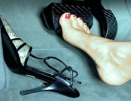 Tại sao giày cao gót lại là thủ phạm gây ra những vụ tai nạn thương tâm trên đường phố? - Ảnh 4.