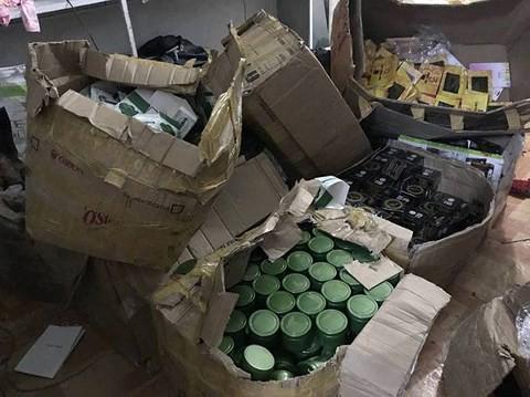 Hà Tĩnh: Phù phép 150kg mỹ phẩm siêu rẻ thành hàng hiệu - Ảnh 1.