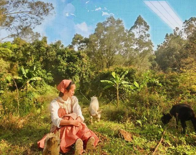 Ngôi nhà trên núi đẹp như tranh vẽ và cuộc sống bình lặng của cô gái tự nhận mình là cô bé Lọ Lem - Ảnh 12.