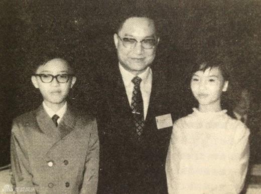 Sự nghiệp thành công vang dội nhưng cuộc đời của đệ nhất  tiểu thuyết gia võ hiệp Kim Dung lại đầy bi kịch  - Ảnh 4.