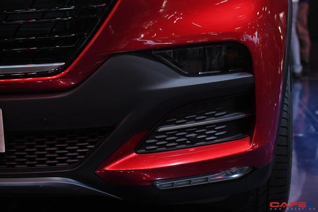 Cận cảnh nội thất SUV VinFast LUX SA2.0: Vô lăng chỉnh cơ, tích hợp điều khiển đa phương tiện và ra lệnh bằng giọng nói  - Ảnh 3.