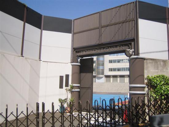 Ngôi trường chỉ dành cho con nhà siêu giàu hoặc giới siêu sao ở Nhật với loạt nội quy khắt khe không giống ai - Ảnh 1.