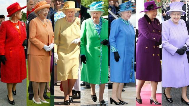 Liên tục thay đổi màu sắc trang phục, duy chỉ có món đồ này là Nữ hoàng Anh hết mực chung tình từ thời trẻ đến tận bây giờ - Ảnh 1.