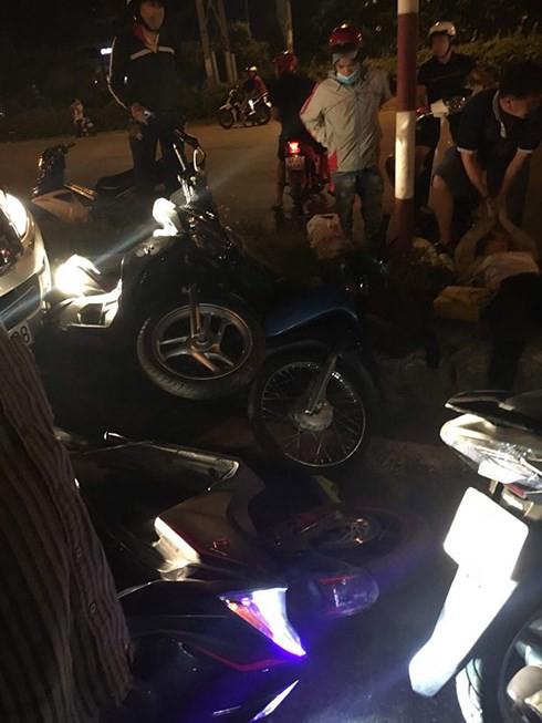 """Xe """"điên"""" tông hàng loạt ô tô, xe máy đang dừng đèn đỏ ở Đồng Nai - Ảnh 2."""