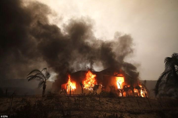 """Hãi hùng cảnh cháy rừng giống """"bom hạt nhân phát nổ"""" ở California, Mỹ - Ảnh 1."""