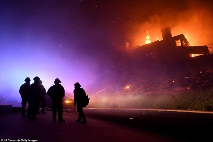 """Hãi hùng cảnh cháy rừng giống """"bom hạt nhân phát nổ"""" ở California, Mỹ - Ảnh 12."""